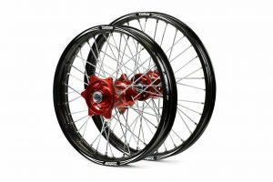 Beta RR 4T & 2T Evo Billet Complete wheel set (Red hubs – Black rims)